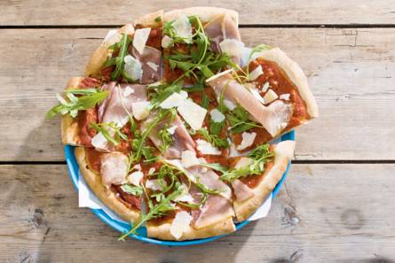 Pizza rauwe ham en rucola