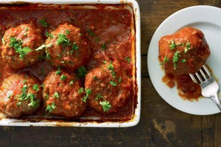 Turkse gehaktballen in tomatensaus