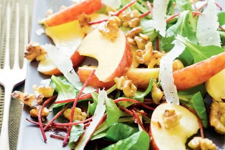 Appelsalade met walnoot en pecorino