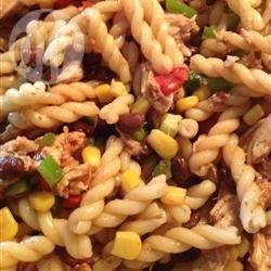 Pastasalade met kip in barbecuesaus recept