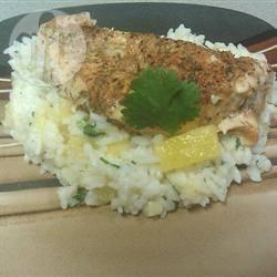 Caribische kip en rijst met ananas en koriander recept