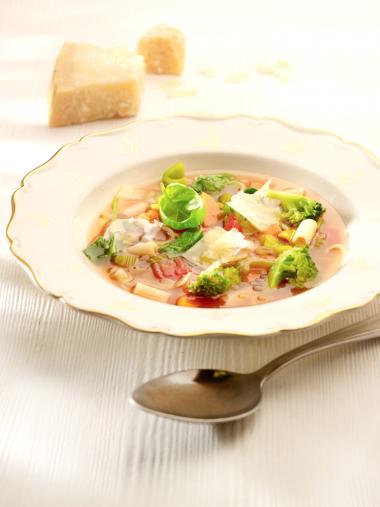 Recept 'rijke italiaanse minestrone à la peppe'