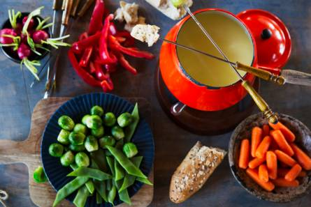 Hollandse kaasfondue met brood en groenten