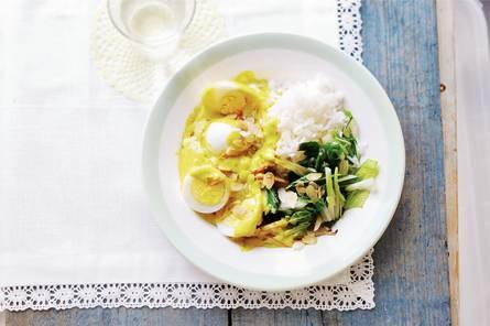 Eieren in gele currysaus