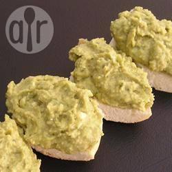 Hummus met basilicumpesto recept