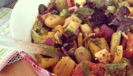Gnocchi salade met rode pesto recept
