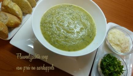 Fluweelzachte soep van prei en aardappels recept